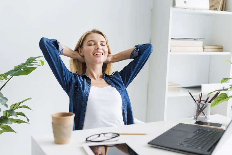 tavolo-regolabile-elettricamente-ergonomia-in-ufficio